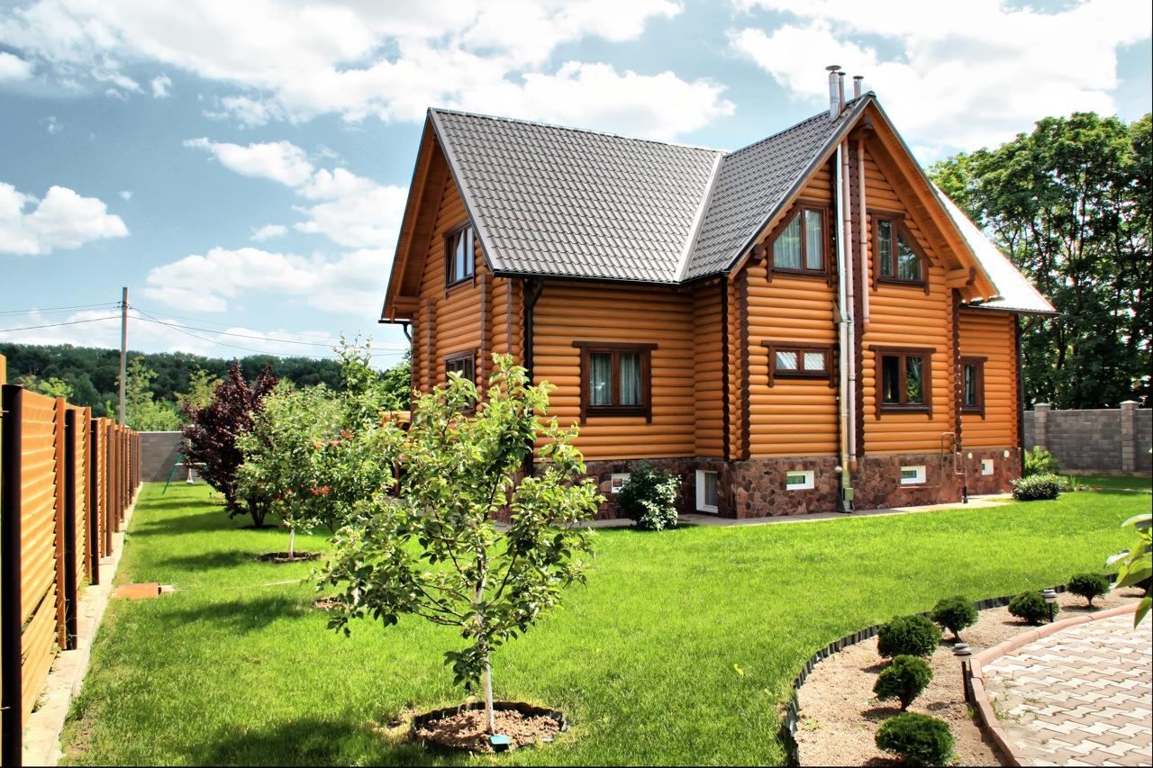 Будівництво заміських будинків, котеджів і дач з піноблоку — проекти та поради