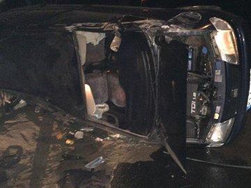 Авто перекинулось на бік: на Волині водій «під мухою», тікаючи від копів, потрапив в аварію
