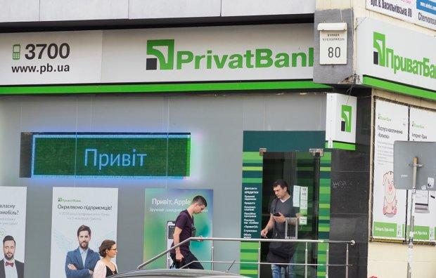 Масштабний збій у ПриватБанку: названо причину страждань українців