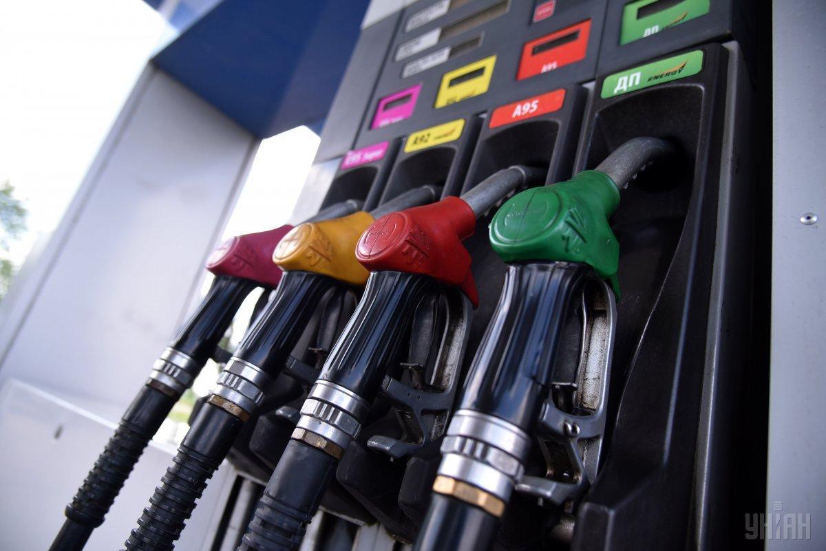 АЗС продовжують підіймати ціни на бензин та дизель