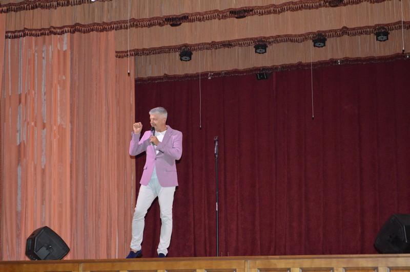 Заслужений артист України виступив з благодійним концертом у Ковелі