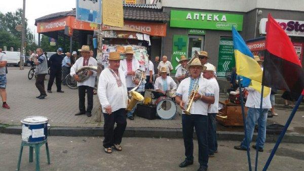 У Ковелі просто неба грав оркестр із Володимира