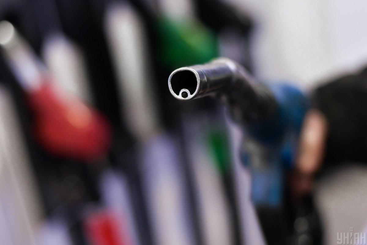 На АЗС з'явилися нові цінники на бензин та дизпаливо