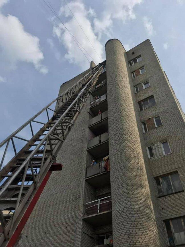 Евакуювали автодрабиною: у Ковелі з пожежі рятували дитину