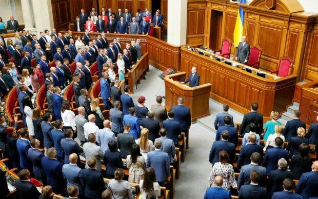 Головне за день: розкіш у Раді, українці втратять пенсії та субсидії, Путін про обмін полоненими та масштабний збій у Apple