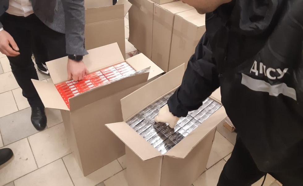 З Ковеля до Харкова поштою пересилали контрафактні цигарки