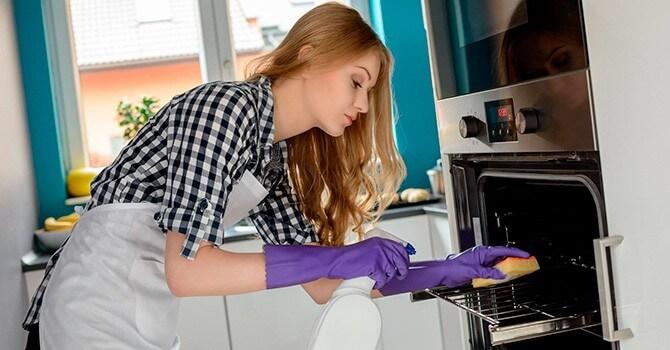 Як відмити скляні дверцята духовки